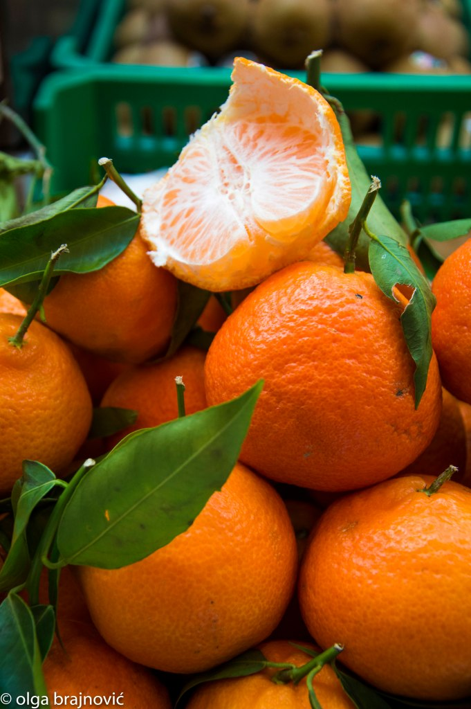 tangerines in display